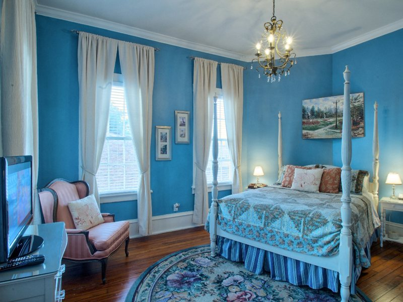 http://www.southernbellevacationrentals.com/custimages/Bedroomatwindowsonpiratessideatbed.jpeg