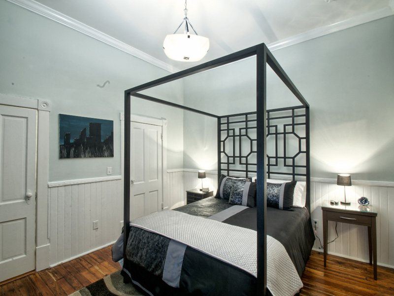 http://www.southernbellevacationrentals.com/custimages/GuestBedroom2.jpeg