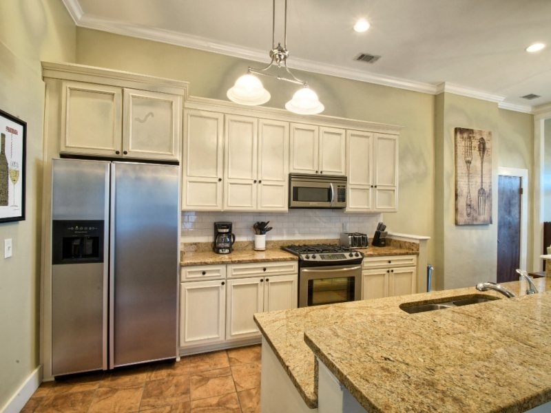 http://www.southernbellevacationrentals.com/custimages/KitchenBackatParkingLot.jpg