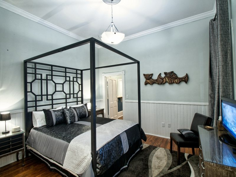 http://www.southernbellevacationrentals.com/custimages/bEDROOM3.jpeg